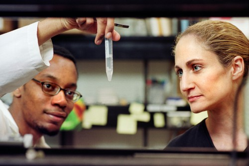 Jo Handelsman (right) researching in the laboratory with a graduate student. Courtesy of the University of Wisconsin-Madison.
