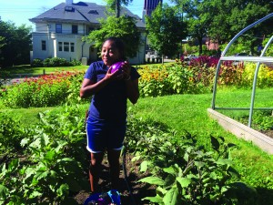 Yetunde Meroe '16 works at the Yale Farm, where she participated in the Lazarus fellowship.