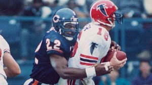 Dave Duerson makes a tackle during his time with the Chicago Bears. Image courtesy of Chicago Tribune.