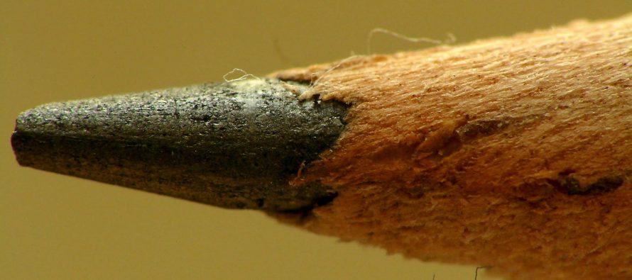 Killer Graphene: using pencil lead to kill bacteria